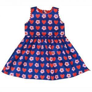 Kinderkleid mit Herzen und Blumen